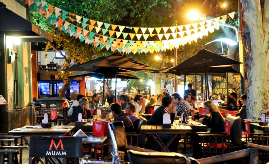 Mendoza: cierran los bares, pero continúa el turismo interno